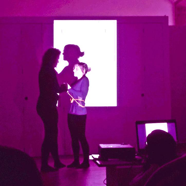 Performance Ayúdame a no tener miedo en el Museo Granell