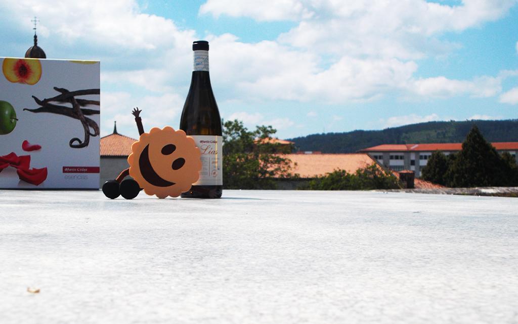 Pepiña con la botella Lías Martín Códax en Bonaval