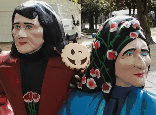 ¿Pastilla roja o azul? Tú decides. Solo te ofrecemos el camino de los sueños. As Marías, Santiago de Compostela.