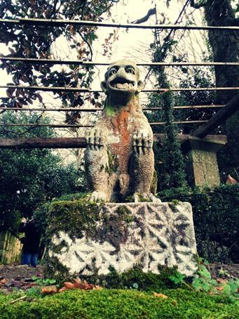 Mono de piedra en el Pazo de Oca