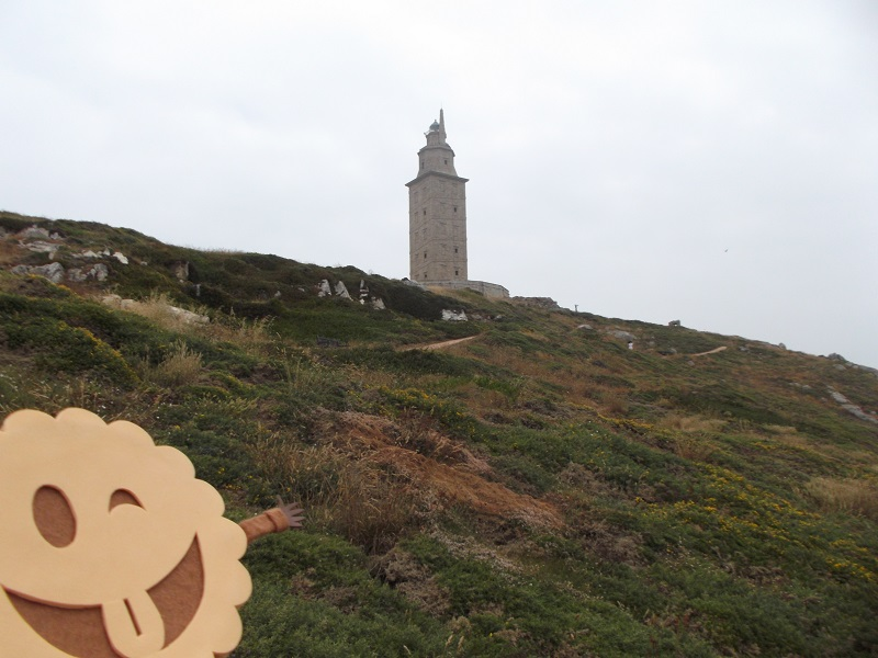 La Torre de Hércules vista desde una de las sendas