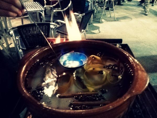 La queimada, un ingrediente esencial del San Juan en A Coruña