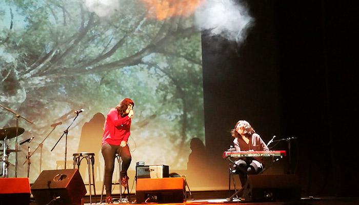 Silvia Penide y Carla López en el Teatro Colón