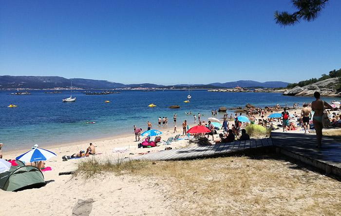 Playa del camping del Atlantic Fest en la illa de Arousa