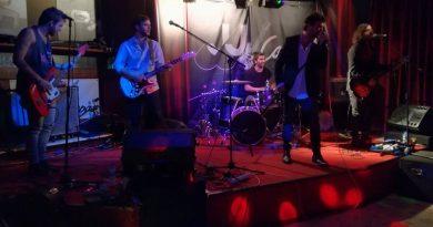 El rock de los Playa Cuberris hace vibrar a Ponteareas